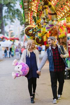 Mix things up and have your engagement session at the fair! Photo by Darling Photography via http://junebugweddings.com/wedding-blog/adorably-fun-engagement-fryeburg-fair/: