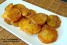 Hay muchas maneras de presentar las patatas como guarnición. Hoy preparamos unas patatas mayordomo para acompañar unos escalopes de pollo.