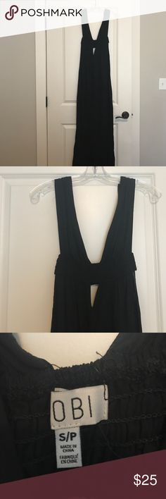 Women's Deep-V Maxi Dress NEVER WORN. black maxi dress with cut outs on front and side, perfect for the spring and summer! Dresses Maxi