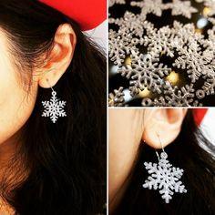 聖誕別注半透明雪花閃閃耳環  Bling Bling Bling!  雪花飄飄落在黑髮上  明天於市集有得買喇  #snowflakes #雪花 #耳環 #earrings #Bling #3dprinting #christmas #2015 by seed_by_mi