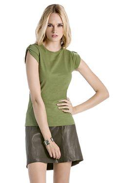 T-shirt B&C in cotone fimmato dalla linea femminile. La t-shirt più richiesta del momento a prezzi scontati...