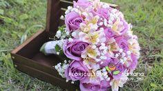 Buquê de noiva com Rosas, Astromélias e egypsófila, a união de flores que fica pura beleza e charme.