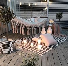 Chouette-Terrasse The Effective Pictures We Offer You About balcony decoration christmas A quality picture can tell you many things. Small Balcony Decor, Balcony Decoration, Apartment Balconies, Apartment Porch, Cute Apartment, Apartment Balcony Decorating, Cute Room Decor, Outdoor Spaces, Outdoor Decor