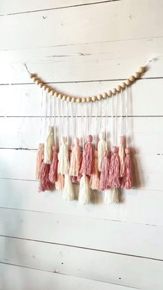 Diy Crafts For Home Decor, Diy Arts And Crafts, Crafts To Do, Yarn Crafts, Holiday Crafts, Diy Wall Decor, Diy Yarn Garland, Diy Christmas Garland, Fabric Garland