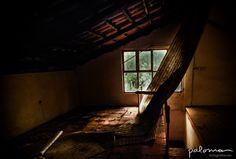 ...An Abandoned room in an beatiful abandoned house... / ...una cuarto abandonado en una hermosa casa abandonada... #abandoned #abandonados #oldhouses #casasviejas #mistery #misterio