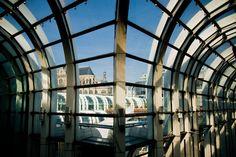 Les arches du forum des Halles et l'église Saint-Eustache