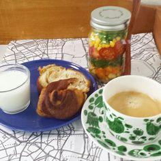 ジャーサラダとブルックリンドーナッツの朝食
