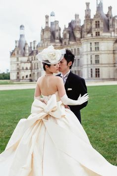 Chic wedding dress worthy of Paris. Wouldn't necessarily want this for my wedding but it's still gorgeous