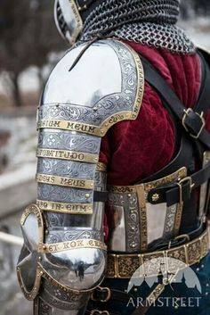 This is some sexy armor.. Dark Fantasy, Fantasy Armor, Armadura Medieval, Medieval Armor, Medieval Fantasy, Medieval Knight Costume, Rome Antique, Templer, Pauldron