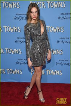 0506bdb2b69e2 cara delevingne gets st vincents support at paper towns premiere 09 Cara  Delevingne looks stunning while