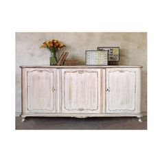 Shabby Chic sideboard by Atelier myArtistic... read more: http://mobilishabbychic.blogspot.it/2012/04/grande-credenza-shabby-chic-sideboard.html
