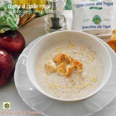Crema di cipolle rosse con stracchino allo yogurt,ottima da gustare nelle fredde giornate invernali ma anche tiepida nella stagione mite.
