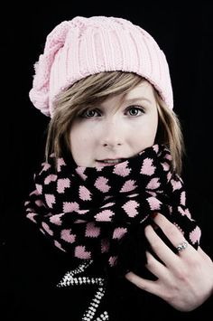 Thick Scarf -Hearts 12€