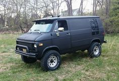 Shorty 1983 Pathfinder 4x4 Chevy Van. Trik Edition with a 350 Crate Edelbrock 4 barrel Motor and 400 Turbo Trans.