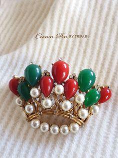 赤と緑の王冠のアンティークブローチ TRIFARI(トリファリ)