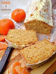 Cake de mandarina Ingredientes para el bizcocho:  - 4 mandarinas. - 2 huevos. - 170 grs de harina de trigo. - 150 grs de harina integral. - 1 sobre de levadura. - 80 grs de azúcar morena. - 100 mlts de aceite de girasol. Just Cakes, Cakes And More, Fall Recipes, Sweet Recipes, Spanish Desserts, Delicious Desserts, Yummy Food, Vegan Pie, Salty Foods