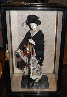 Vintage 1950s Japanese Geisha Doll Kyoto w Umbrella Original Display Case 18…
