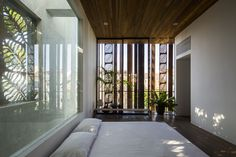Image 16 of 25 from gallery of Thong House / NISHIZAWAARCHITECTS. Photograph by Hiroyuki Oki