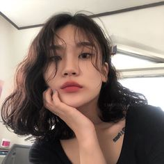 Image: 1 person, close-up, indoor – # 1 person # close-up # people # room # - New Site Korean Wavy Hair, Asian Short Hair, Short Wavy Hair, Hair Korean Style, Medium Hair Styles, Curly Hair Styles, Aesthetic Hair, Grunge Hair, Hairstyles With Bangs