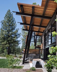 Outdoor dining table of wood glass and steel home near Lake Tahoe. Pergola, Modern Balcony, Steel Beams, Mountain Modern, Steel House, Steel Structure, Wood Glass, Modern House Design, Outdoor Dining