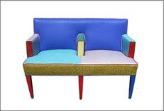 에토레소트사스가 디자인한 소파로, 이름은 세티입니다. 시원해보이는 색상이 인상적입니다.