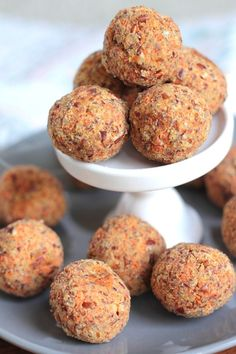Paleo Carrot Cake Energy Balls are the perfect healthy snack. Packed with vitamins and antioxidants, these are a favorite of adults and kids! Paleo Carrot Cake, Best Carrot Cake, Paleo Recipes, Gourmet Recipes, Cooking Recipes, Bread Recipes, Snack Recipes, Paleo Treats, Healthy Snacks