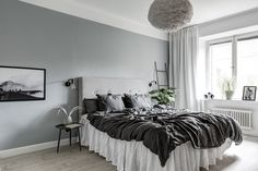 15 Bedroom Interior Design Ideas with Monochrome Themes For a More Elegant Look - Home Decor Asian Interior Design, Scandinavian Interior Design, Gray Interior, Scandinavian Bedroom, Swedish Design, Nordic Design, Monochrome Bedroom, Gravity Home, Home Trends