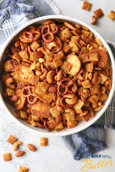 Sweet and Spicy Snack Mix - - Sweet and Spicy Snack Mix Snack Recipes This snack mix filled with rice cereal, pretzels, and nuts is a little bit sweet and a little bit spicy. It's completely addicting and perfect for munching! Trail Mix Recipes, Snack Mix Recipes, Spicy Recipes, Spicy Nuts And Bolts Recipe, Bits And Bites Recipe, Puppy Chow Recipes, Sweet And Spicy, Sweet Sweet, Rice Cereal