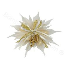 Favour rosette flower pouch decorated with gold ribbons and a stunning glittery gold 50 pendant. This is absolutely perfect for a 50th wedding anniversary favour favor #italian #bomboniere #anniversary #favor #favour http://www.bombonierashop.com/en/department/11/Gold-and-Silver-Wedding-Anniversary-Favours.html