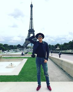 Park Hyung Sik in The Tower Eiffel. of coz u r tall n handsome than. Park Hyung Sik, Lee Jong Suk, Lee Dong Wook, Lee Joon, The Heirs, Park Hyungsik Abs, Strong Girls, Strong Women, Asian Actors