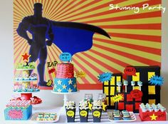 41 amazing superhero parties! Such an awesome resource for party planning