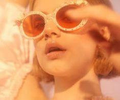 Imagem de girl, retro, and vintage Orange Aesthetic, Aesthetic Vintage, Aesthetic Photo, Portrait Photography, Fashion Photography, Dreamy Photography, Photography Aesthetic, People Photography, Foto Fantasy