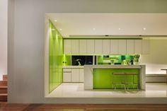 Cocina moderna en verde.