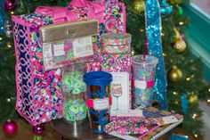 Lilly Pulitzer gift ideas under $30 for the Lilly lover in your life!