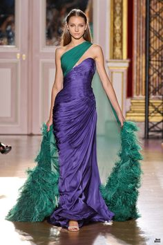 That's it...if I'm ever gonna get famous, I'm gonna ask Zuhair Murad to make me a dress! (from Murad's 2012/2013 collection)