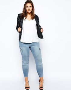 Buy ASOS CURVE Ankle Grazer Jeans In Ashley Blue at ASOS. With free delivery and return options (Ts&Cs apply), online shopping has never been so easy. Get the latest trends with ASOS now. Casual Leggings Outfit, Casual Outfits, Cute Outfits, Curvy Girl Fashion, Big Fashion, Plus Size Fashion, Autumn Fashion, Womens Fashion, Ashley Graham