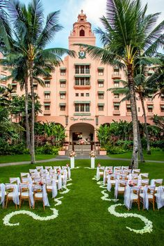 The Royal Hawaiian is available to host both intimate and lavish weddings, customized to suit couples' wishes. Located in the former playground of Hawaiian royalty, this pink-tinted classic old Hawaii hotel is an oasis right in the middle of #Waikiki. The hotel sits on Queen's Beach, one of the most popular and populated beaches on the island, known for its warm, shallow water and sandy ocean bottom.