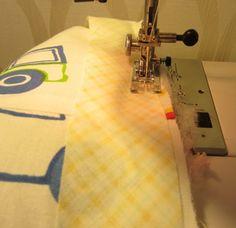 Сегодня я вам расскажу как я шью развивающие коврики, на примере вот этого коврика. Я прикинула: каждый вечер я делала по два квадрата - эт...