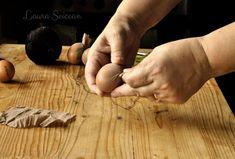 Ouă vopsite cu coji de ceapă|Ouă decorate cu frunze și vopsite cu ceapă Holding Hands, Fine Dining