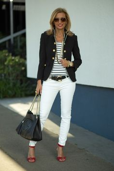 Blazer with striped topand white skinny jeans