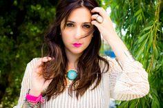Siempre tan guapa Patti de Shoes and Basics, esta vez lleva el collar Tulúm Corto, uno de nuestros collares favoritos del Verano diseñado con lino y turquesa, consíguelo en: http://www.marbcnshop.com/es/collares/149-collar-tulum-corto.html