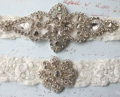 No wedding outfit is complete without the traditional garter and this beautiful period-inspired bridal set is perfect for the vintage bride.