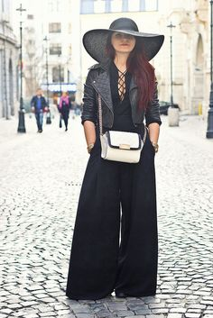I have a huge crush on wide legged pants! All Fashion, Fashion Outfits, Wide Leg Pants, Color Combinations, Latest Trends, Style Inspiration, My Style, Jewerly, Outfit Ideas