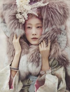 HanbokLynn took part in the fashion magazine Vogue last month (Jan With such various fashion items as fur and accessories, somewhat mysterious yet fashionable hanbok look was made. Asian Fashion, Look Fashion, Fashion Art, High Fashion, Nomad Fashion, Chanel Fashion, Korea Fashion, Trendy Fashion, Korean Traditional Dress