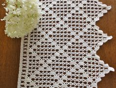 linda cenefa con figuras geométricas realizada a crochet.