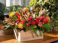 Arranjo de flores tropicais                                                                                                                                                                                 Mais
