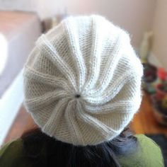 Simple Ribbed Hat With Pom Pom - Purl Avenue - reversible - reverse view Knitting Projects, Crochet Projects, Knitting Patterns, Knitting Ideas, Knit Crochet, Crochet Hats, Knit Hats, Knitting Hats, Pom Pom Hat