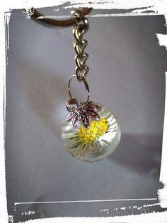 Schlüsselanhänger - Schlüsselanhänger, echte Blumen  in Harz gegossen - ein Designerstück von Astrid-Zauberstuebchen bei DaWanda