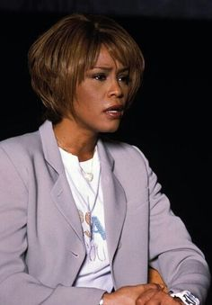 Beautiful Voice, Black Is Beautiful, Beverly Hills, Whitney Houston Pictures, Black Celebrities, Hair Reference, Bobby Brown, Mariah Carey, Her Music