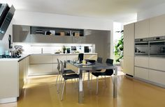 LiberaMente by #Scavolini. A rigorous and yet attractive geometry for all the solutions of the composition with base units and tall units made with Decorative Shantung Oak and Titanium Grey polished glass for the doors of the wall units with glossy lacquered shelf and  back panel. The same finishes are also used for the sides. #kitchen